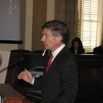 Will Wynn leads a U.S. Senate briefing on plug-in electric vehicle technology.
